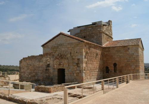 Vista lateral de la iglesia