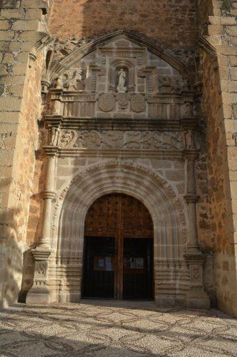 Iglesia parroquial de la Inmaculada Concepción, pórtico