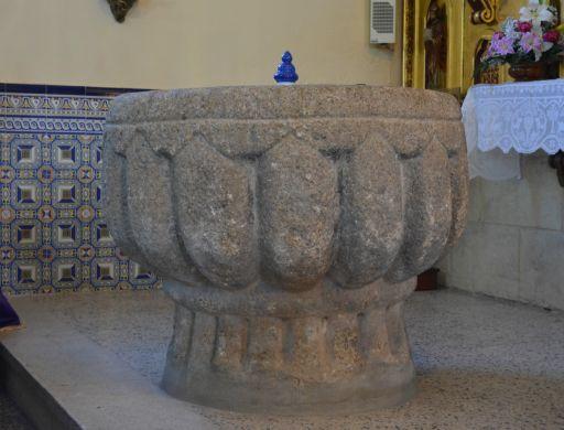 Iglesia parroquial de Nuestra Señora de la Asunción, pila