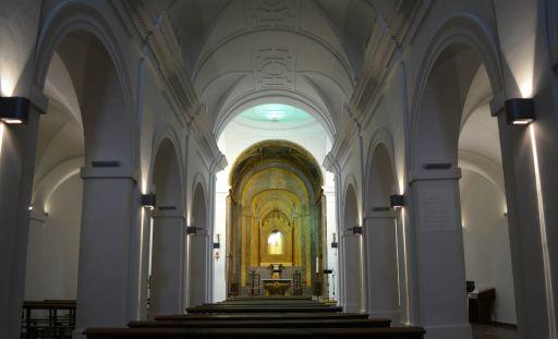 Ermita de la Virgen de la Oliva, interior altar