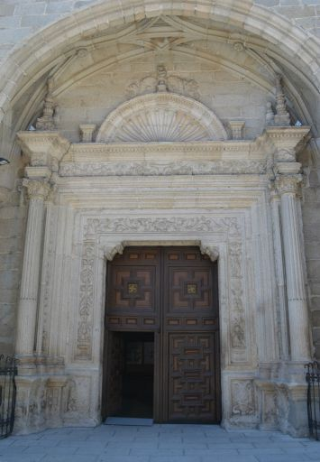 Iglesia parroquial de San Cristóbal, pórtico