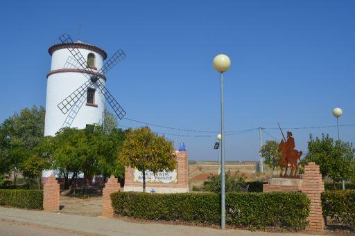 Molino de viento y Estatua de Don Quijote