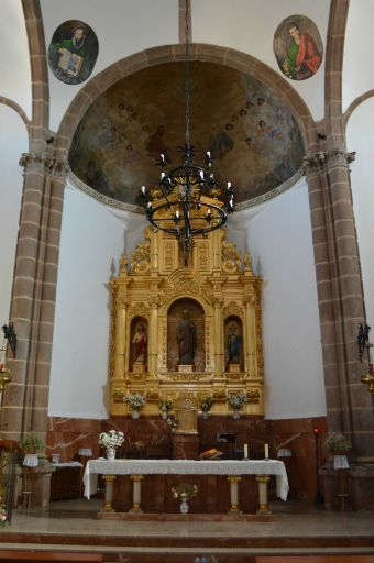 Iglesia de San Pedro Apóstol, altar