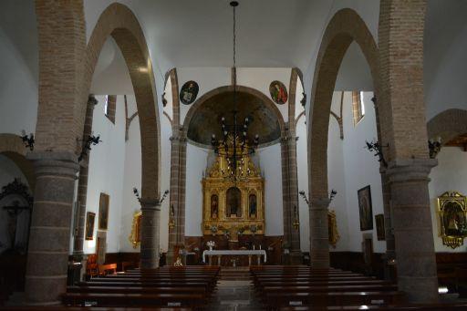Iglesia de San Pedro Apóstol, interior