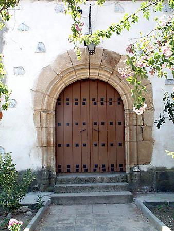 Iglesia parroquial de la Cátedra de San Pedro Apóstol, puerta trasera