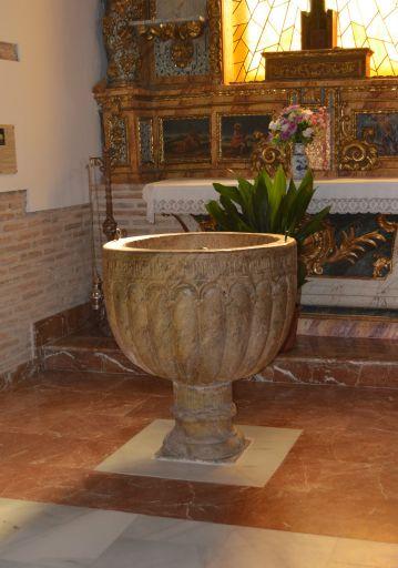 Iglesia parroquial de San Miguel Arcángel, pila bautismal