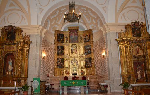 Iglesia de San Julián y de Santa Basilia, altar