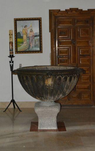Iglesia parroquial de San Cipriano, pila bautismal