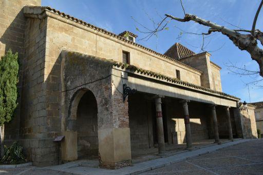 Iglesia parroquial de Nuestra Señora de la Asunción, pórtico