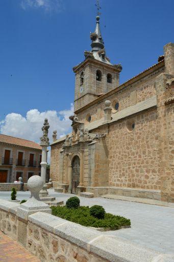 Iglesia parroquial del Apóstol Santiago, exterior