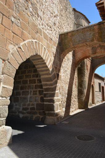 Murallas y puerta de San Miguel