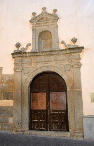 Iglesia de San Miguel Arcángel, pórtico