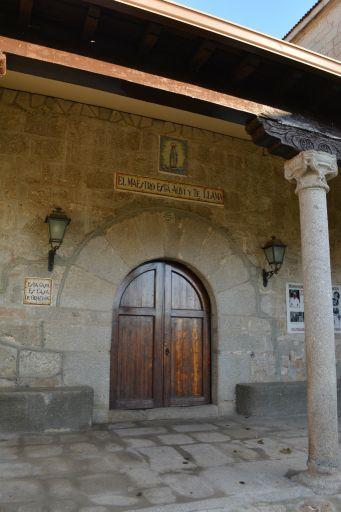 Iglesia de Sta. María de la Oliva, entrada