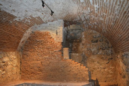 Iglesia parroquial de San Esteban Protomártir, cueva