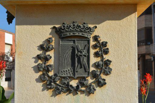 Escudo del municipio en la escultura