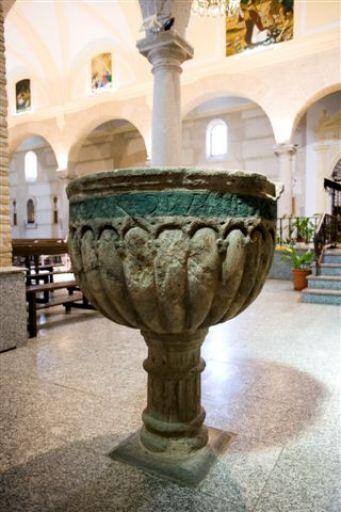 Iglesia parroquial de San Esteban Protomártir, pila
