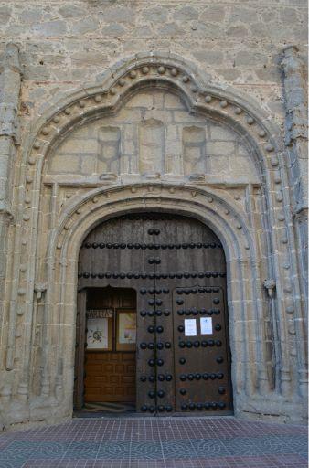 Iglesia Parroquial de Nuestra Señora de Altagracia, pórtico