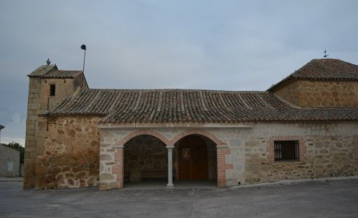 Iglesia parroquial de San Pedro Apóstol, lateral