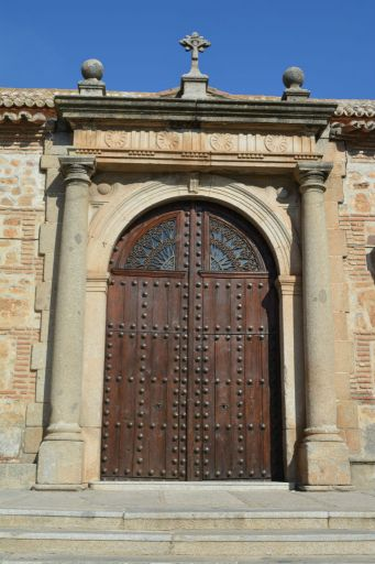 Iglesia parroquial de Nuestra Señora de la Antigua, portada