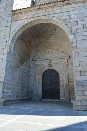 Iglesia de Nuestra Señora de la Nava, portón