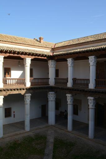 Palacio de los Cárdenas, patio