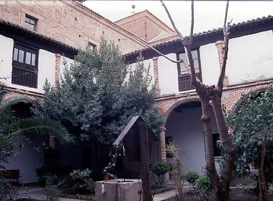 Convento, patio del Colegio de Doncellas