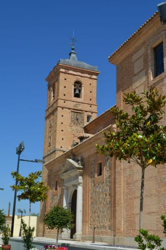 Iglesia parroquial de San Pedro y San Pablo, torre