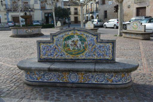 Plaza de España, mobiliario urbano de cerámica