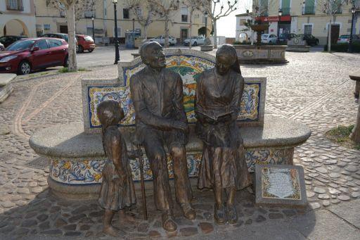 Plaza de España, escultura y cerámica
