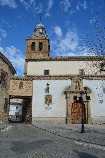 Iglesia Parroquial de Santa Catalina, templo y pasadizo