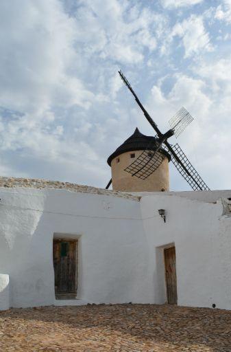Molino de viento y Silo
