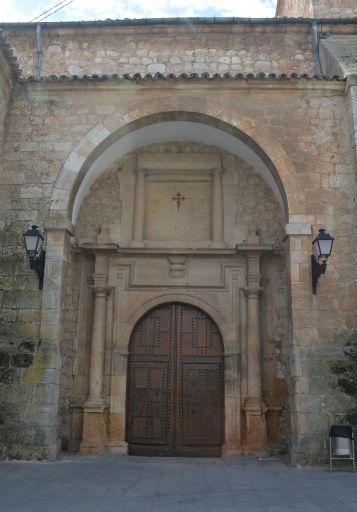Iglesia parroquial de Santiago de la Espada, puerta principal