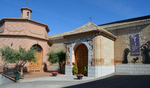 Iglesia parroquial de San Pedro Apóstol, capilla exterior