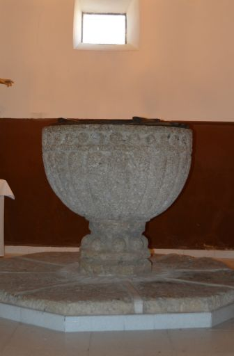 Iglesia parroquial de Santiago Apóstol, pila bautismal