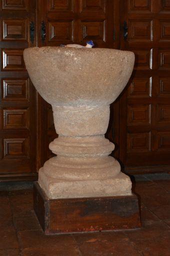 Piedraescrita, Iglesia parroquial de Sta. María de Piedraescrita, pila bautismal