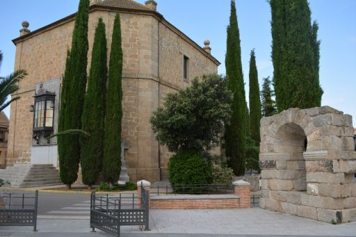 Arco de la plaza, conjunto