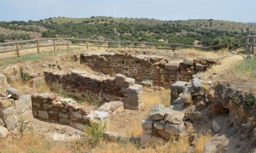 Ermita de Santa María de Melque, poblado fortificado