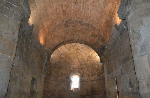 Ermita de Santa María de Melque, detalle boveda y altar