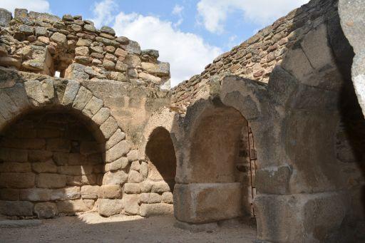 Ermita de Santa María de Melque, nichos funerarios (a)