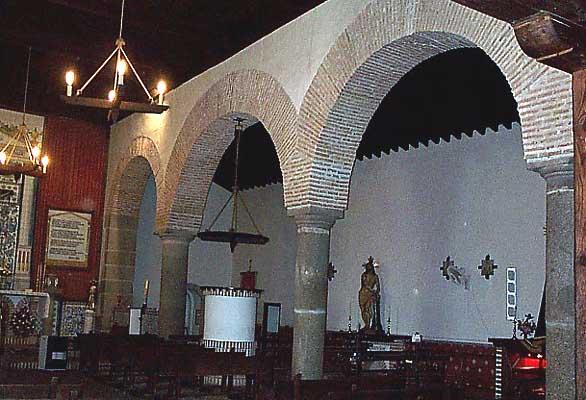 Ermita del Cristo, interior columnas