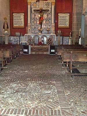 Ermita del Cristo, interior suelo