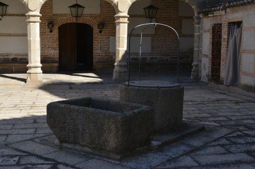 Ayuntamiento y Antiguo Hospital del Pobre, pozo y lavadero