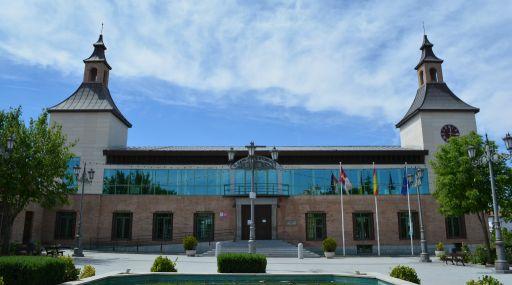 Ayuntamiento y Antiguo Palacio de Condes de Ugena