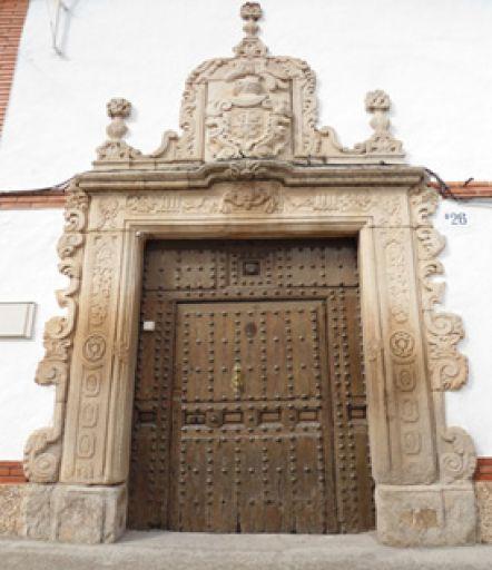 Portada barroca, S. XVIII, calle Real