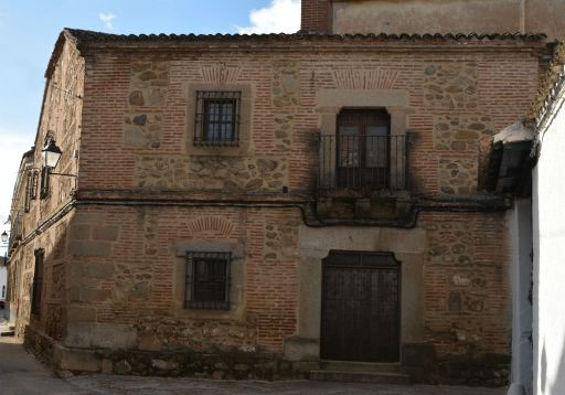 Calle Caídos, casa solariega