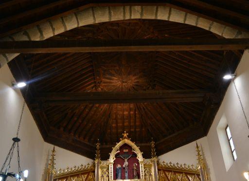 Iglesia parroquial de Nuestra Señora de la Asunción, artesonado del altar