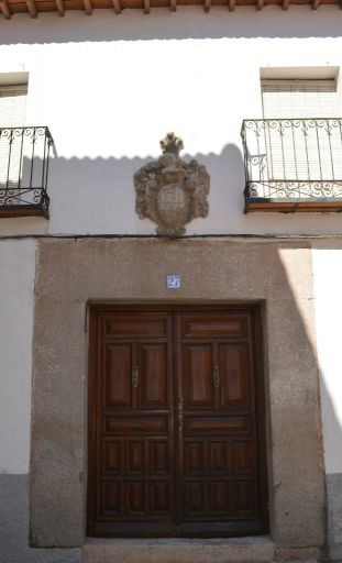 Puerta con blasón