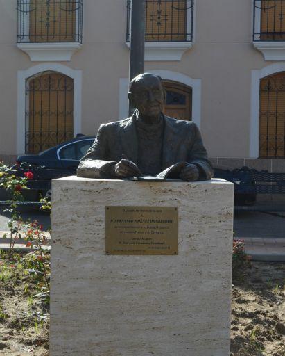 Monumento a D. Fernando Jiménez de Gregorio