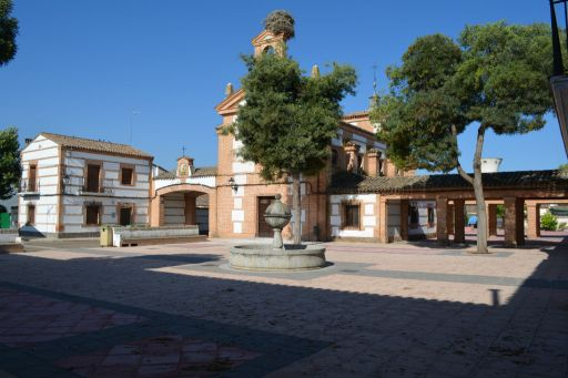 Plaza de la Libertad, iglesia