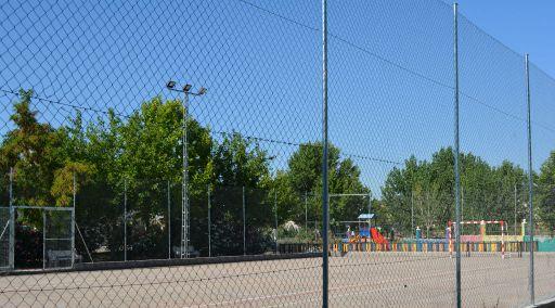 Instalaciones deportivas y parque infantil